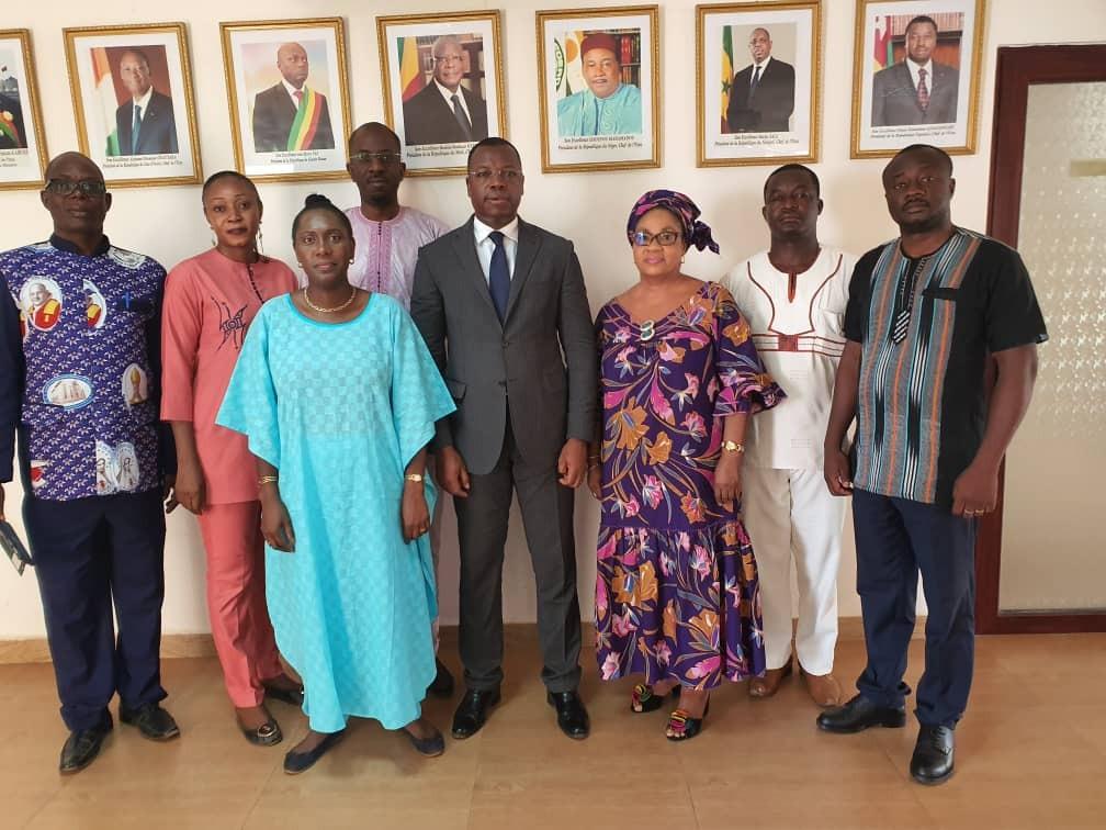 equipe-des-Services-Administratifs-en-compagnie-du-President-de-la-CCR-UEMOA-lors-de-la-1ere-reunion-de-2019