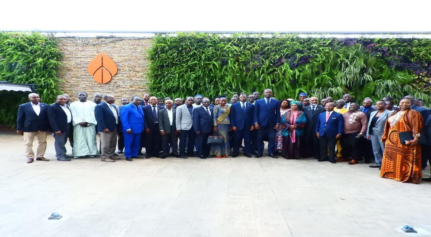 Photo de famille à l'issue de la cérémonie d'ouverture de la 19e AGO de la CCR-UEMOA