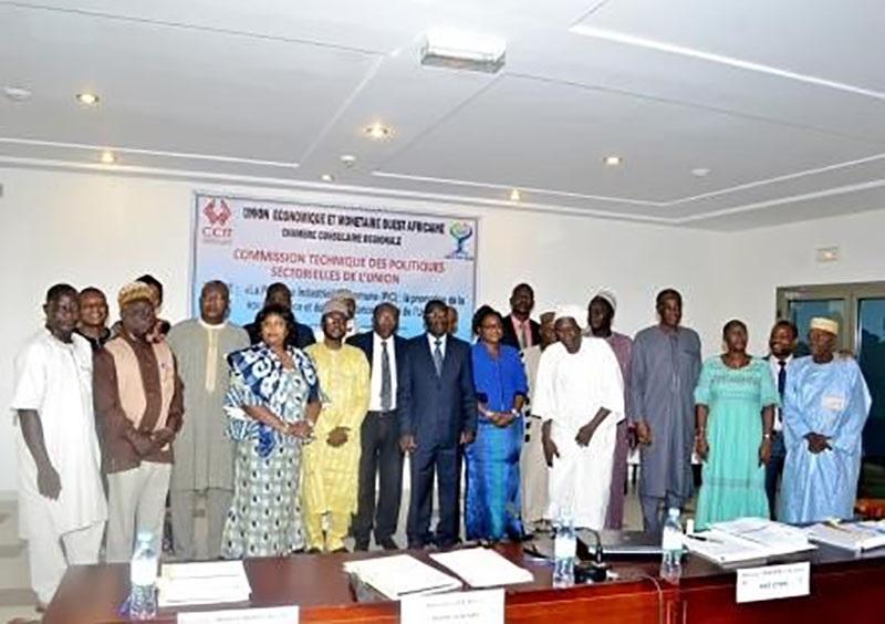 Photo de famille à l'issue de la cérémonie d'ouverture de la 1ere réunion de l'année 2019 de la CTPS
