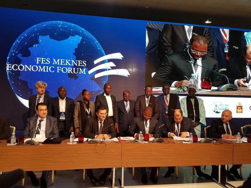 Photo de la cérémonie de signature de la convention de partenariat entre la CCR-UEMOA et la CPCCAF